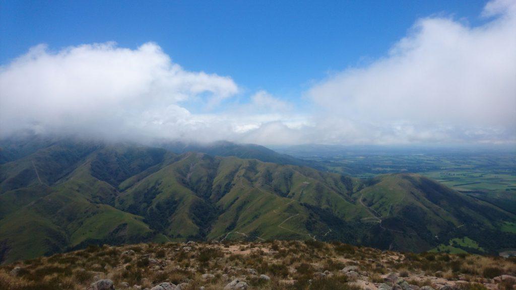Uitzicht over de bergen in de buurt van Mount Hutt